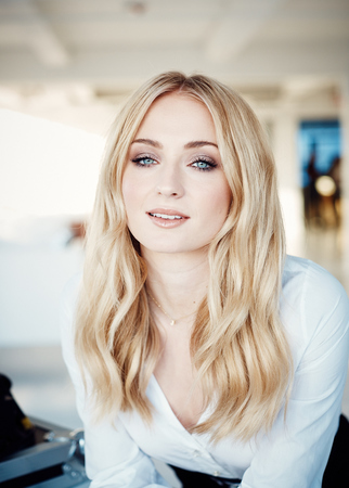 Left or right coveteur sophie turner 111