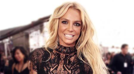 Left or right britneyspears divulgacao 00129951 0